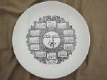 1975 calendar plate, hippie vintage retro sun face wall hanging plate