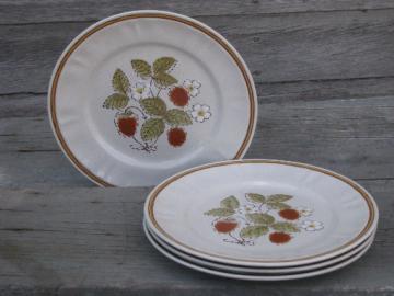4 vintage Japan stoneware dinner plates, Hearthside Berries N Cream