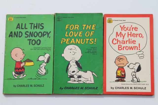 60s 70s vintage Peanuts Snoopy funnies paperback books Charles Schulz comic strips