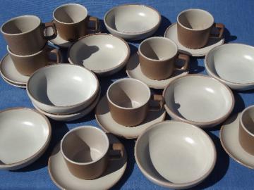 60s mod Tempo pottery soup bowls, cups & saucers, Metlox Poppytrail