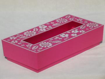 60s retro plastic tissue box, flower power kleenex holder in bright pink!