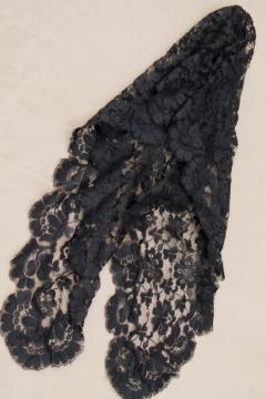 60s vintage chantilly lace veil shawl / head scarf, diamond shape black lace mantilla