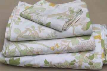 70s 80s vintage flowered print bed sheets & pillowcases, retro bedding lot