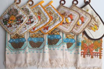 70s 80s vintage new kitchen towels & potholders, retro print mushrooms, raccoons, wheat