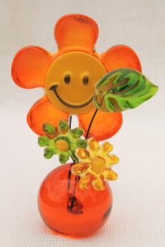 70s happy smiley face daisy paperweight, mod vintage colored lucite plastic flowers