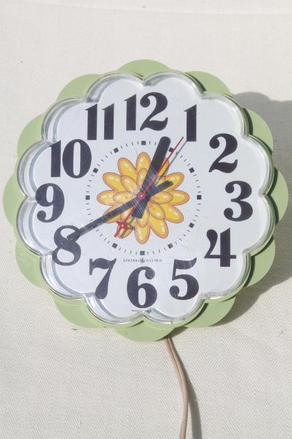 70s Vintage Ge Electric Wall Clock Retro Avocado Green Plastic Daisy Kitchen Clock