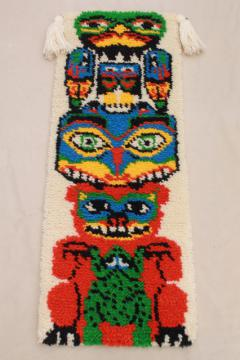 70s vintage Indian totem pole Native American tribal style shag rug latch hook yarn wall hanging