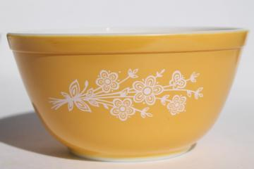 70s vintage Pyrex butterfly gold 402 yellow w/ white 1.5 L mixing bowl