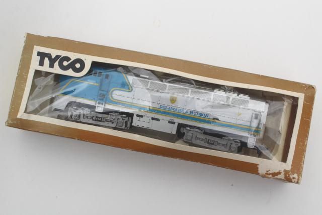 70s vintage Tyco HO scale electric trains, cars & engine original boxes
