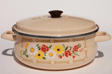 70s vintage enamel casserole, 4 qt pot w/ lid, retro floral daisy flowers print
