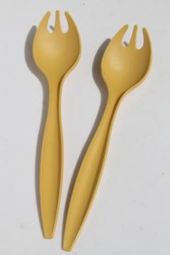 70s vintage harvest gold plastic Tupperware salad servers spoon fork sporks set