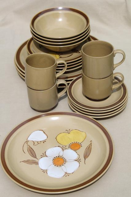 70s vintage heavy stoneware pottery dinnerware set w/ mod flowers Hearthside Japan dogwood & 70s vintage heavy stoneware pottery dinnerware set w/ mod flowers ...