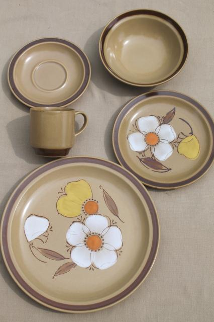 70s vintage heavy stoneware pottery dinnerware set w/ mod flowers Hearthside Japan dogwood & 70s vintage heavy stoneware pottery dinnerware set w/ mod flowers ...