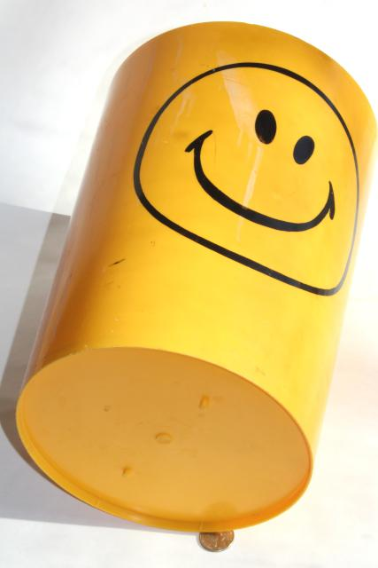 70s vintage smiley face plastic wastebasket, retro pre-emoji yellow smile!