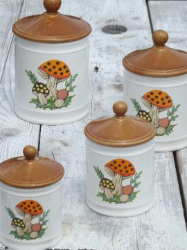 80s vintage Merry Mushroom Sears kitchen canisters set, retro mushrooms!
