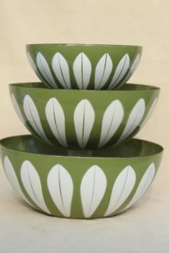 Cathrineholm lotus green & white enamel bowls nesting stack, mid-century vintage