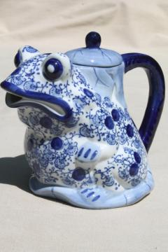 Chinese blue & white china teapot, frog & lily pad chinoiserie tea pot