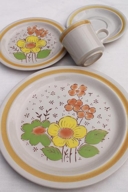 Country Meadows vintage Japan stoneware pottery dinnerware set w/ retro daisy flowers & Meadows vintage Japan stoneware pottery dinnerware set w/ retro ...