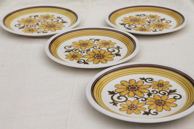 Fiesta flowers retro 70s vintage Japan stoneware dinner plates Nu Stone International Silver  sc 1 st  1StopRetroShop.com & Fiesta flowers retro 70s vintage Japan stoneware dinner plates Nu ...