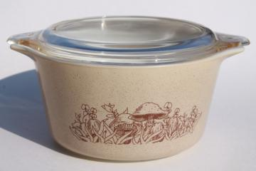 Forest Fancies mushroom print vintage Pyrex casserole dish w/ lid, retro mushrooms pattern
