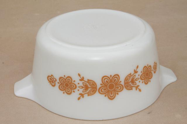 Pyrex butterfly gold 474 casserole bowl 1.5 lt, vintage kitchen glass
