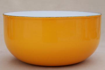 Scandinavian modern vintage big yellow enamel bowl, Dansk or Finel Arabia