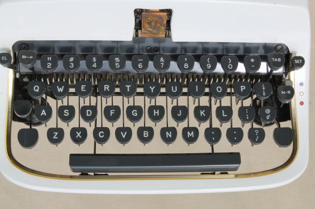 Underwood Universal Quiet Tab typewriter, mod vintage white portable typewriter w/ case