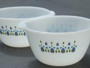 Alpine Swiss Chalet vintage Anchor Hocking kitchen glass mixing bowls