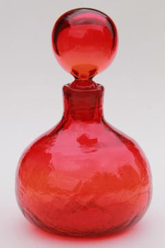 amberina red crackle glass genie bottle, mod vintage Blenko glass decanter w/ round stopper