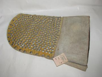 Barbeque grill, stove or oven pot holder mitt, heavy leather w/ nails