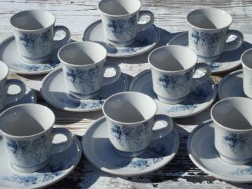 Blue and white stoneware vintage Noritake Sonoma grapes, 10 cups and saucers