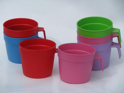 Red Plastic Picnic Basket : Bright colors vintage plastic picnic cups stackable mugs