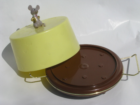 Cute 60s vintage cheese cover, plate & dome w/ plastic mouse!