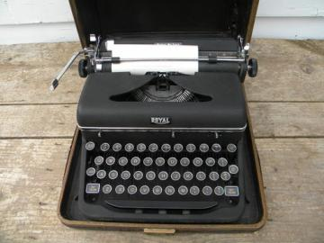 Early Royal De Luxe typewriter w/ glass keys and tweed case 1940s vintage