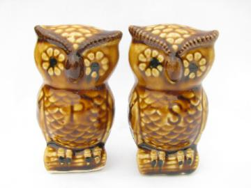 Flower power hippie owl pair S and P shakers, retro 70s vintage ceramic