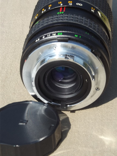 Focal MC Auto Zoom telephoto camera lens 55mm  f=80-200mm with case