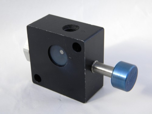 Industrial pneumatic push-button control valve