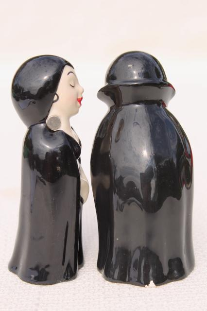 kitschy cute Halloween decor, kissing vampire couple magnetic S&P shakers