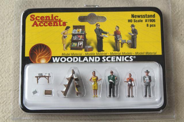 New Woodland HO Scale Newstand Train Figures A1906