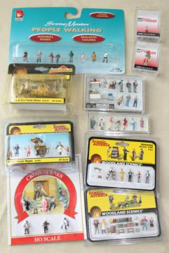 lot HO scale vintage model railroad miniatures, mini figures people & accessories