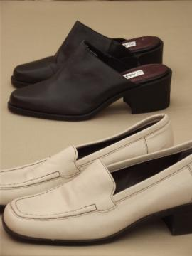 Lot ladies size 6 shoes, leather mules in brown and heeled loafers in ivory