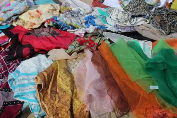 Lot of 50+ ladies vintage scarves, silk scarves, retro designer print scarves etc.