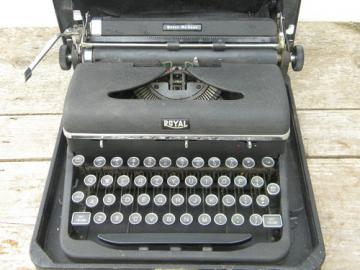 Mid century Royal Quiet De Luxe typewriter w/glass keys 1940s vintage