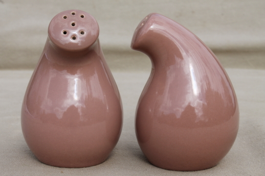 Mid-century mod vintage California pottery salt & pepper shakers, shmoo style S&P set