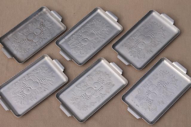 Mid Century Mod Vintage Hammered Aluminum Metal Mini Tray