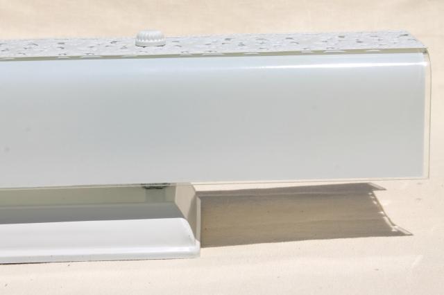 mid-century mod vintage wall mount bathroom / vanity over mirror light fixture w/ glass shade
