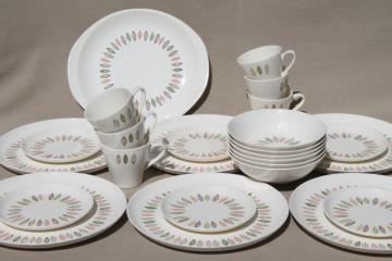 mid-century vintage Stetson pottery dinnerware set, circle of mod arrowhead leaves