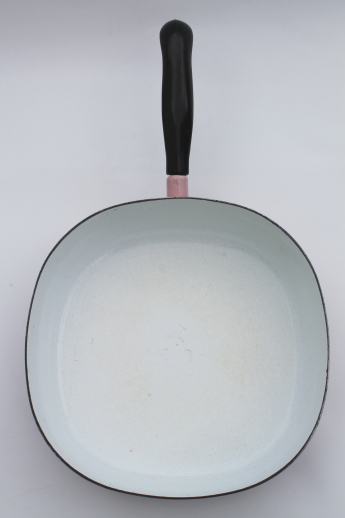 Mid-century vintage cookware, black & pink enamel ware pans w/ squiggle string drizzle