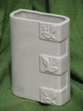 Mid-century vintage USA pottery vase, ivory white berry and leaf pattern