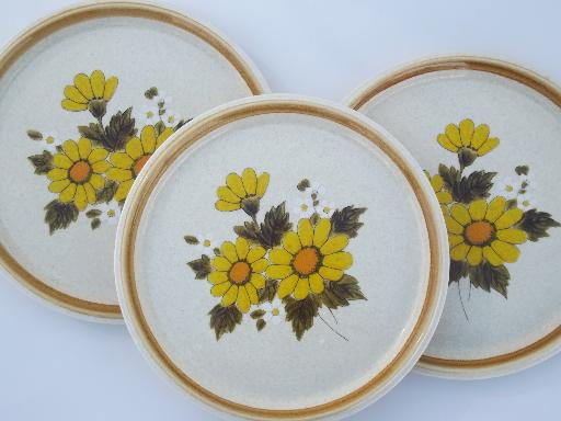 & Mikasa Melissa vintage stoneware dinner plates retro yellow daisy print